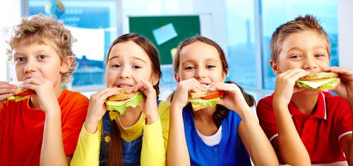 1-kids-eating